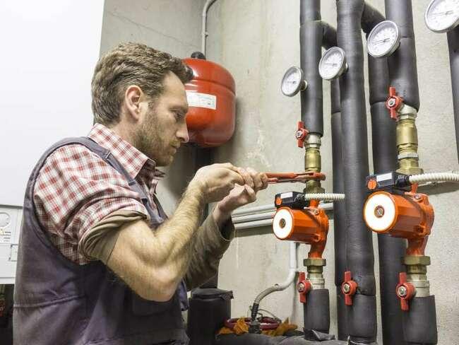 Thợ ống nước, ống dẫn và máy xông hơi: Thu nhập trung bình năm 2019: 55.160 USD