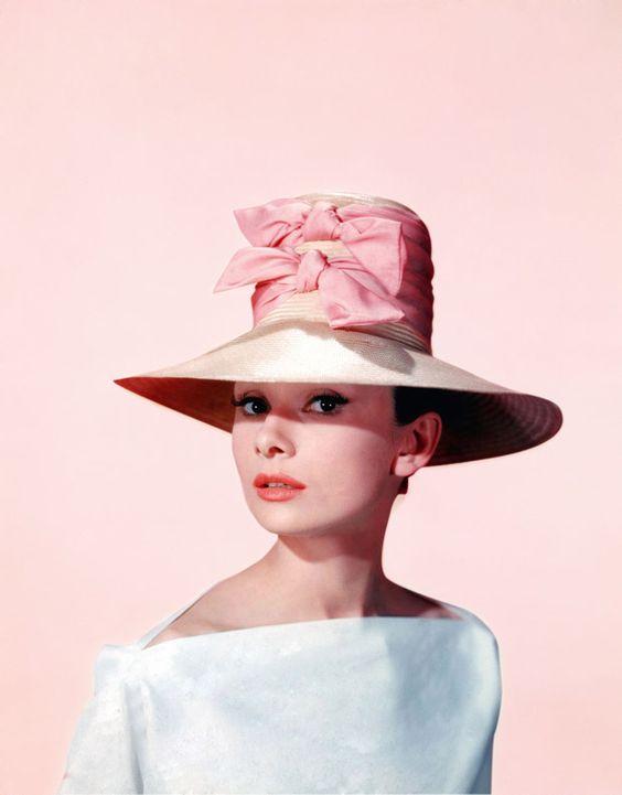 """Tips mặc đẹp bất biến từ """"tượng đài sắc đẹp"""" Audrey Hepburn - 1"""