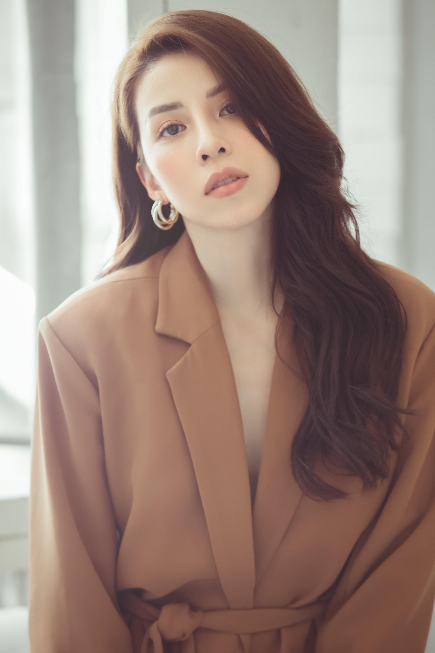 """Nữ diễn viên bị chỉ trích """"xấu nhất showbiz Việt"""" gây """"choáng"""" với nhan sắc thật - 7"""