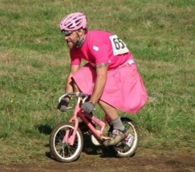Bố cũng thích màu hồng như con gái bố vậy.