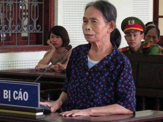 Bà nội đẩy cháu gái 11 tuổi xuống đập tử vong lĩnh án - 1