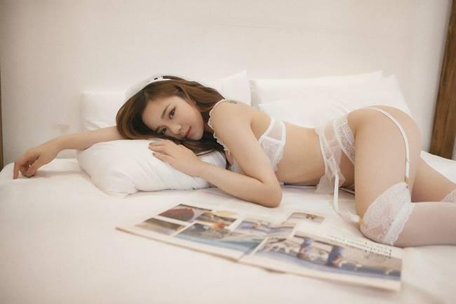 Ở đời thường, Nhã Tiên là một cô nàng quyến rũ, nóng bỏng và có phong cách thời trang khá bạo.