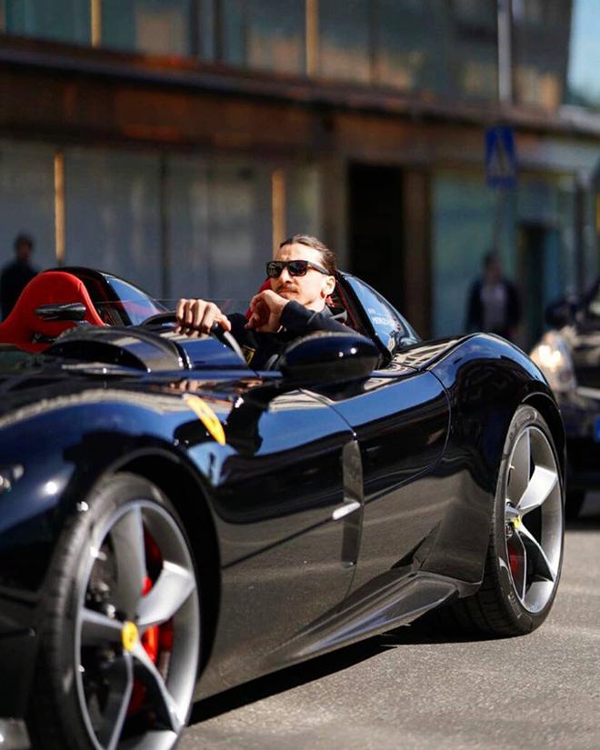 Zlatan Ibrahimovic cưỡi siêu xe Ferrari trên đường phố Thuỵ Điển - 1