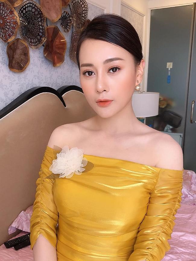 """Ngoài lấn sân lĩnh vực kinh doanh, Phương Oanh hiện đang có mối tình viên mãn bên bạn trai. Cô công khai có người yêu song giấu kín danh tính. Bên cạnh đó, bộ phim mới """"Người nối nghiệp"""" của Phương Oanh cũng sẽ lên sóng trong thời gian tới."""
