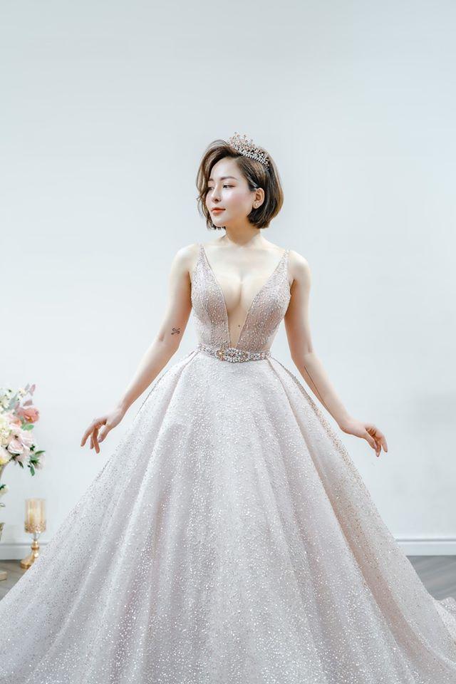 Trâm Anh, Nhã Phương... mặc váy cưới tôn vòng 1 - 1