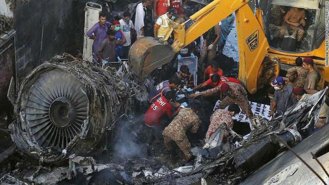 Người sống sót kể lại lúc máy bay chở 99 người rơi và bốc cháy - 1