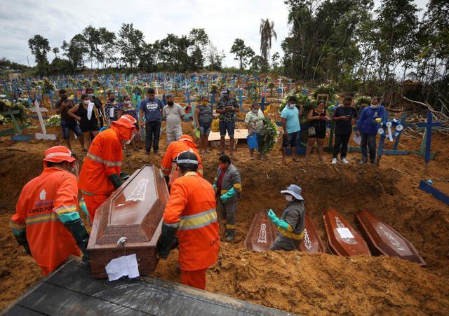 Brazil thành ổ dịch Covid-19 lớn thứ 2 thế giới, tổng thống vẫn thờ ơ - 1