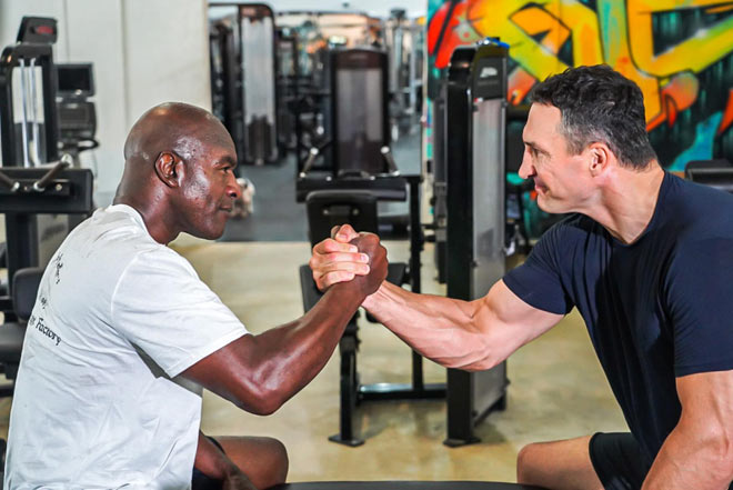 Tin thể thao HOT 23/5: Đấu Mike Tyson, Holyfield luyện công với Klitschko - 1