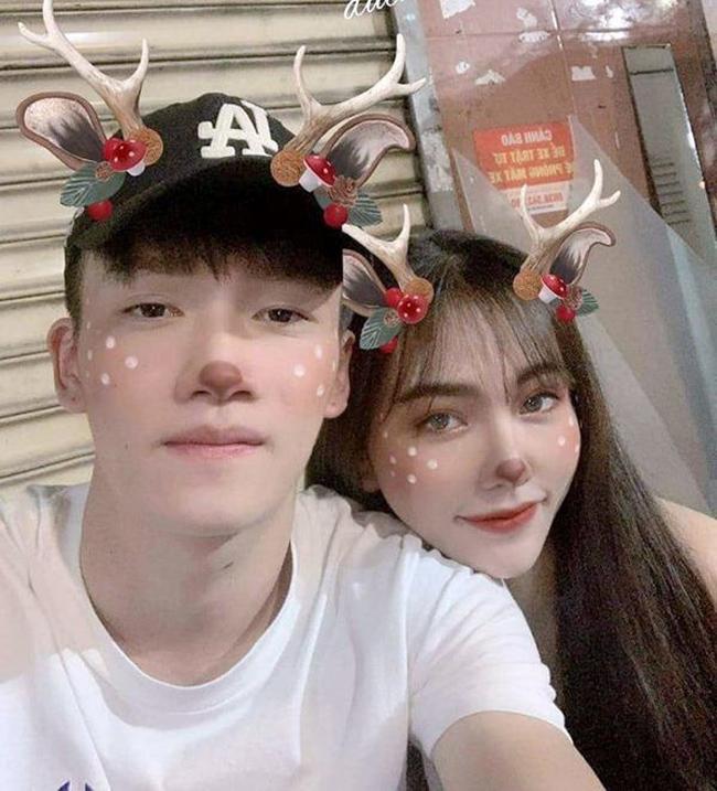 Nguyễn Gia Hân (sinh năm 1997, hiện làm quản lý cho một spa ở Biên Hòa, Đồng Nai) là bạn gái của cầu thủ Hoàng Đức (sinh năm 1998, thuộc CLB Viettel).