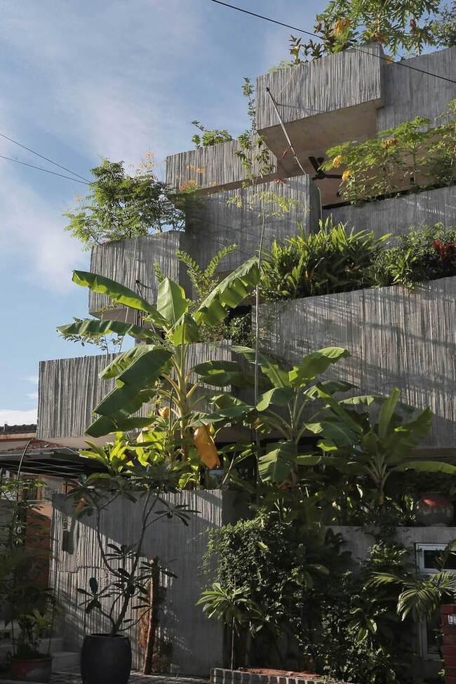 Những hộp bê tông lớn trở thành biểu tượng nhà ở mới tại Kuala Lumpur, Malaysia, là ngôi nhà 3 tầng tôn vinh cuộc sống bền vững và tự túc.