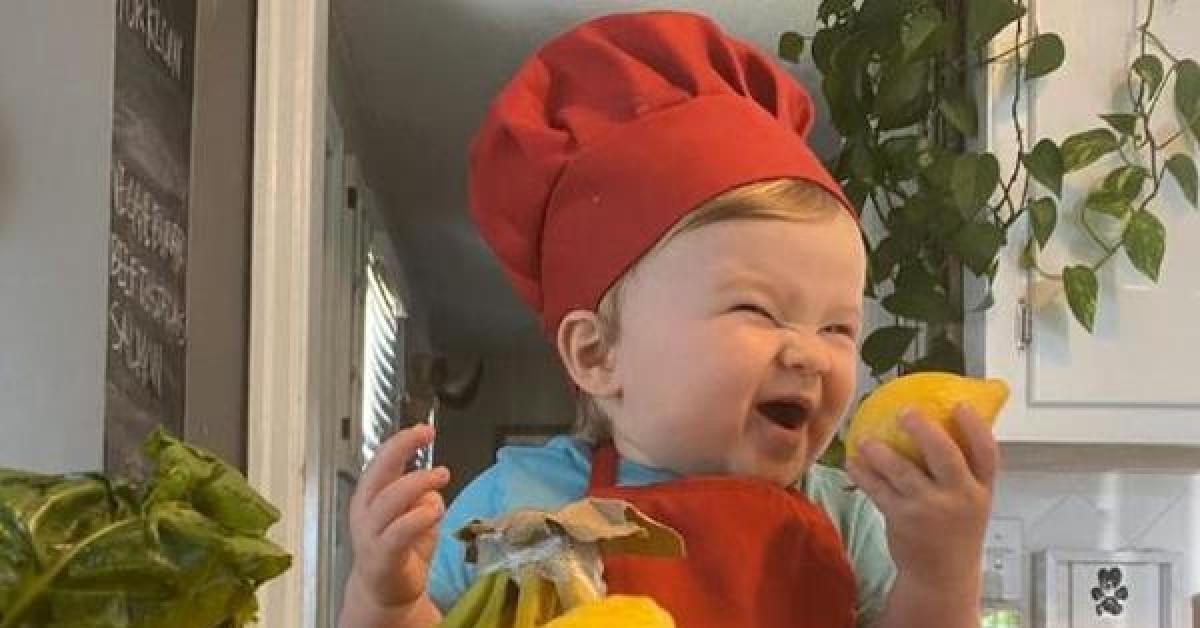 """Gặp gỡ đầu bếp nhí mới 1 tuổi """"gây bão"""" mạng xã hội - 1"""