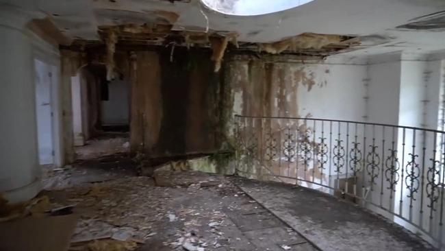 Các lâu đài đã bị hủy hoại hoàn toàn và sụp đổ sau khi bị bỏ hoang trong một phần tư thế kỷ.