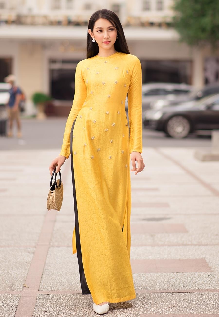 Khánh My diện áo dài đẹp mỹ miều nhưng bị chê vì tư thế - 6