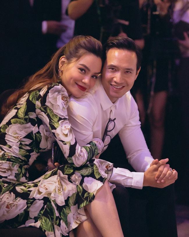 Cặp đôi Hà Hồ - Kim Lý đang hạnh phúc với kế hoạch chào đón hai bé song sinh. Hiện tại nữ ca sĩ đang mang thai ở tháng thứ 3.