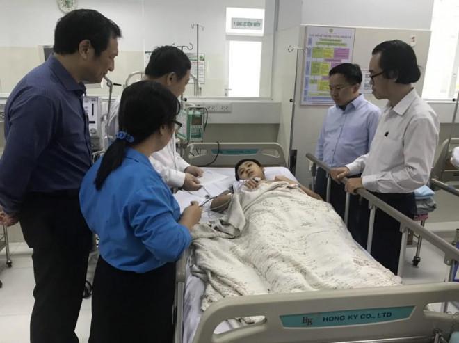Vụ cây đổ ở TP.HCM: 1 học sinh bị chấn thương cột sống cổ - 2