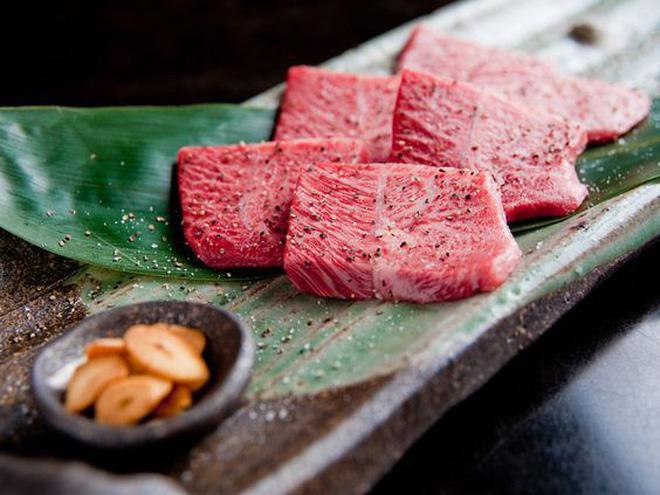 Vì sao giá bò Kobe thượng hạng Nhật cao gấp 45 lần khi về Việt Nam? - 1