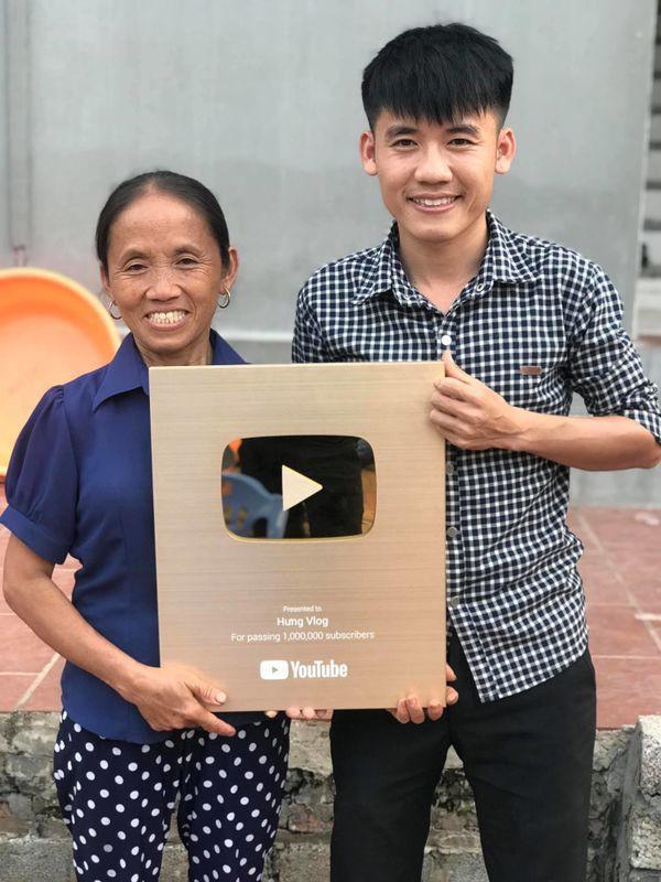Hưng Vlog bị chỉ trích dữ dội, bị nghi cùng mẹ lừa hàng triệu khán giả - 1
