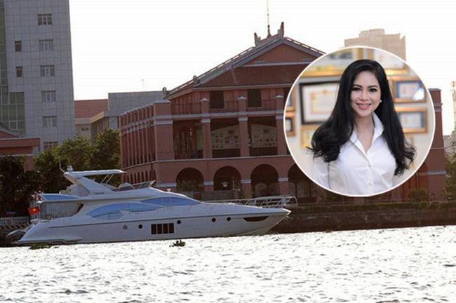 Diễn viên Thủy Tiên - mẹ chồng Hà Tăng là một trong những người giàu có nhất showbiz Việt khi làm Tổng giám đốc một công ty phân phối hàng hiệu có tiếng. Trong khối tài sản đồ sộ của người đẹp phim 'Vị đắng tình yêu', có một chiếc du thuyền Azimut 70 trị giá 4 triệu USD (khoảng 90 tỷ đồng). Đây là một trong những chiếc du thuyền đắt đỏ nhất tại Việt Nam.