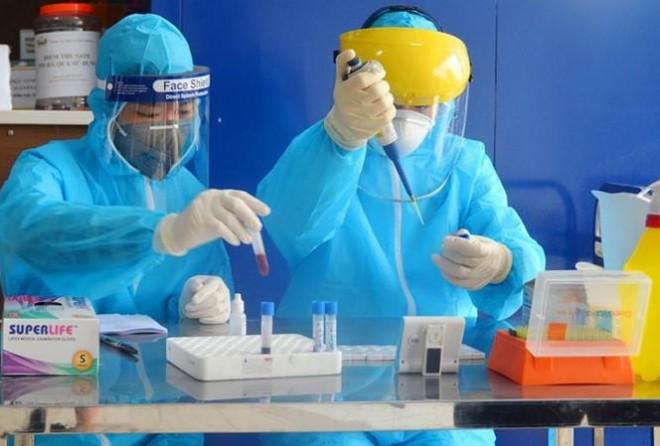 Cô gái bị tái dương tính và 20 lần xét nghiệm tìm SARS-CoV-2 - 1