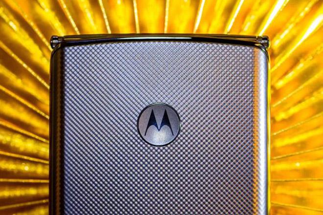 Motorola RAZR 2020 trình làng tháng 9, chiến đến cùng với Galaxy Fold 2 - 1