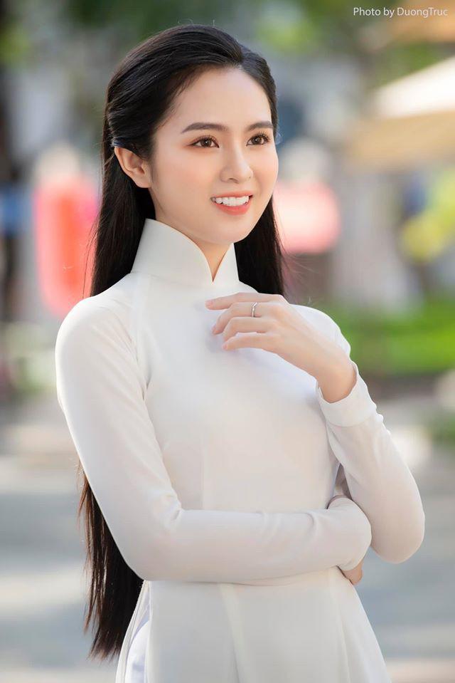 Nữ sinh có tên lạ Trịnh Thị Ái Phi đẹp tinh khôi với áo dài trắng - 1