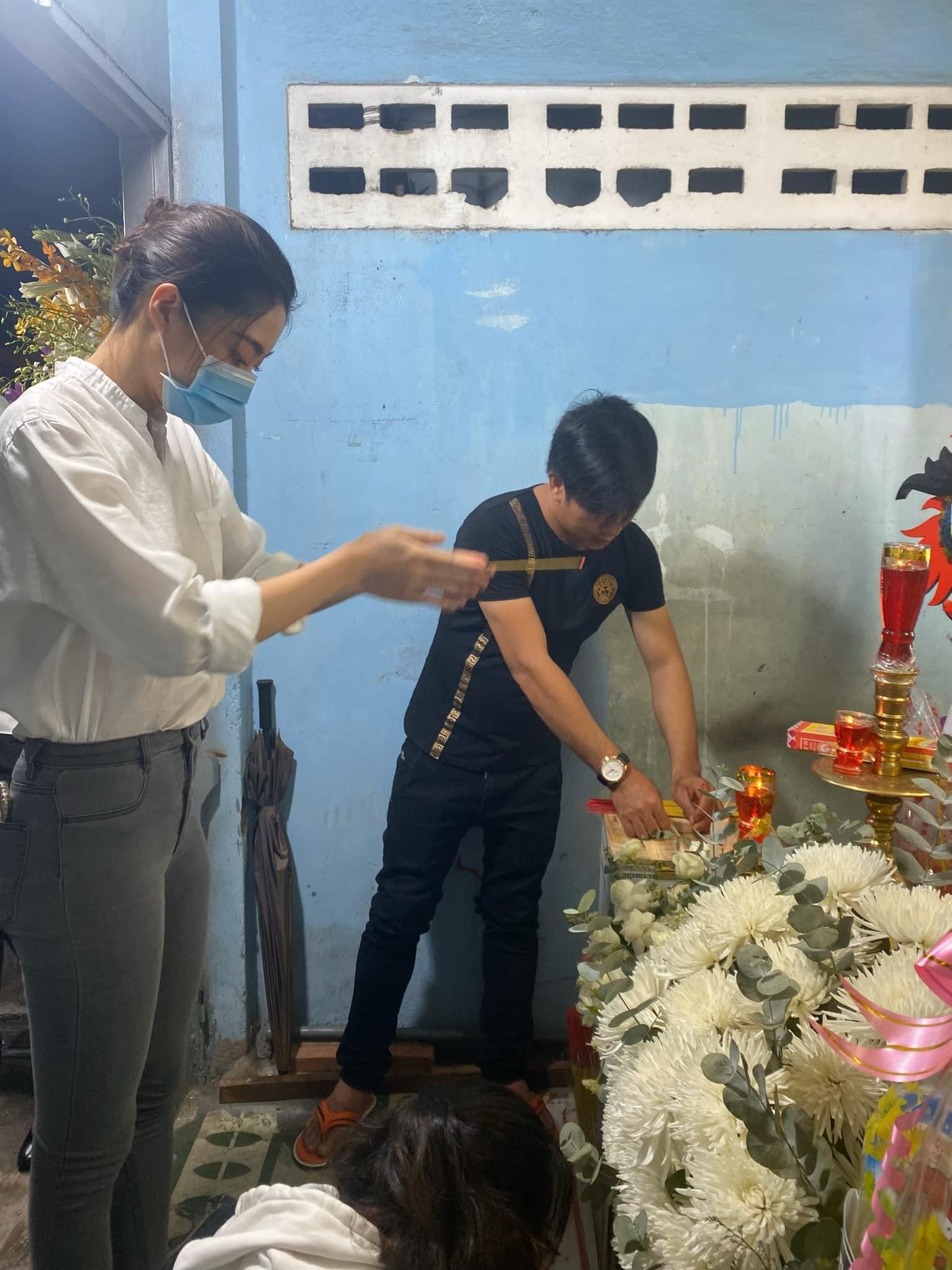 Hoa hậu Lương Thuỳ Linh làm điều đặc biệt cho gia đình nam sinh lớp 6 bị cây đè tử vong - 1