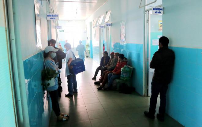 135 học sinh nhập viện sau khi ăn bánh mì từ thiện tại trường - 2