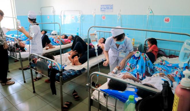 135 học sinh nhập viện sau khi ăn bánh mì từ thiện tại trường - 1
