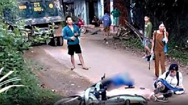 Hai nữ sinh Hòa Bình gặp tai nạn trên đường đến trường, 1 em tử vong - 1