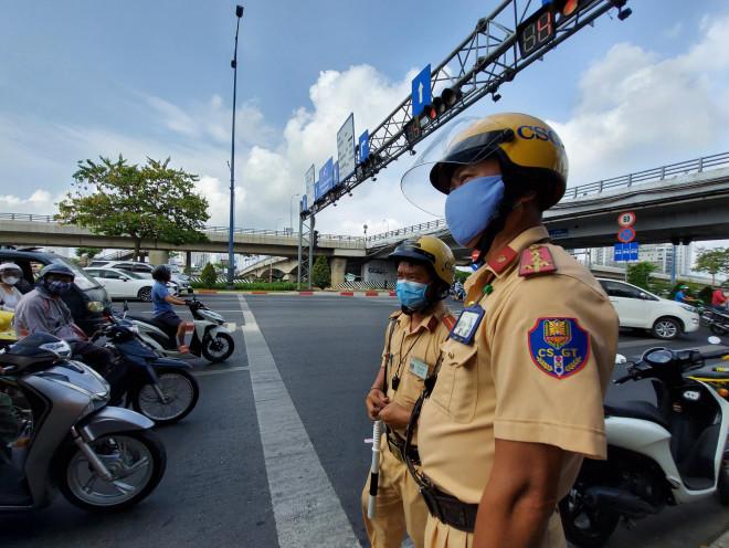 Mỗi ngày ở TP.HCM gần 1.000 người vi phạm khi CSGT được dừng xe không cần lý do - 1