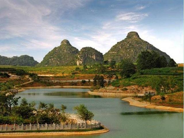 Truyền thuyết đau lòng về ngọn núi có hình bầu ngực kỳ lạ ở Trung Quốc - 1