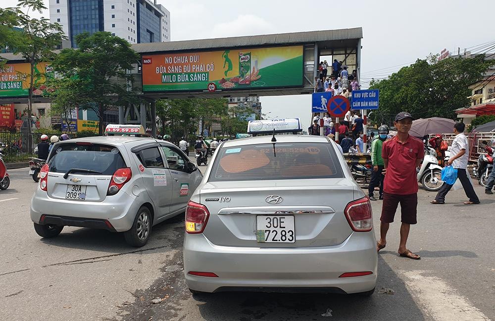 """Hà Nội: Tài xế taxi """"hô biến"""" biển số để trốn phạt nguội - 1"""