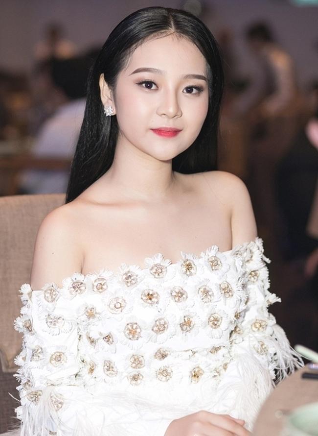 """Sau 2 năm, Tam Triều Dâng mới quyết định trở lại showbiz. Năm 2018, cô gây ấn tượng với vai diễn """"em gái mưa"""" trong phim """"Ngày ấy mình đã yêu""""."""