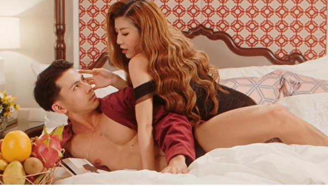 Trong suốt MV, Trang Pháp chủ yếu diện bikini, ăn vận sexy diễn cảnh nóng cùng trai đẹp. Vì có quá nhiều cảnh tình tứ, MV của cô nàng bị gán mác 16+