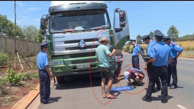 """Chánh TTGT Đắk Lắk nói gì vụ nhóm người """"vây"""" lực lượng xử lý vi phạm? - 1"""
