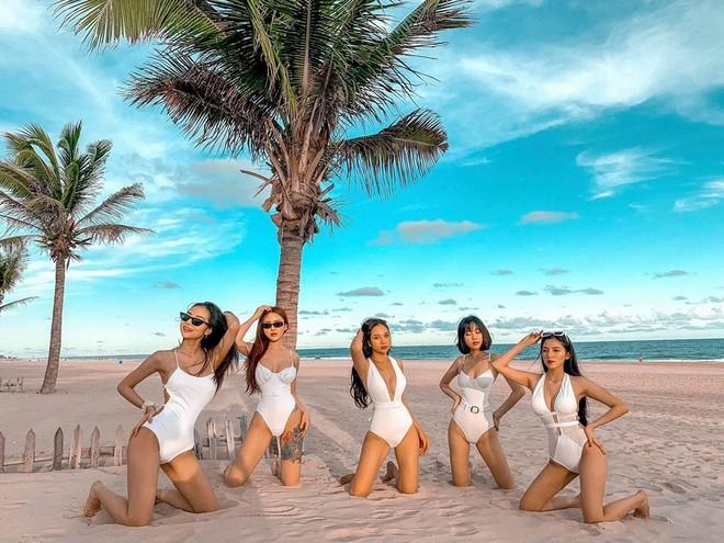 Hội bạn thân hot girl diện bikini khoe vóc dáng nóng bỏng đẹp như siêu mẫu - 10