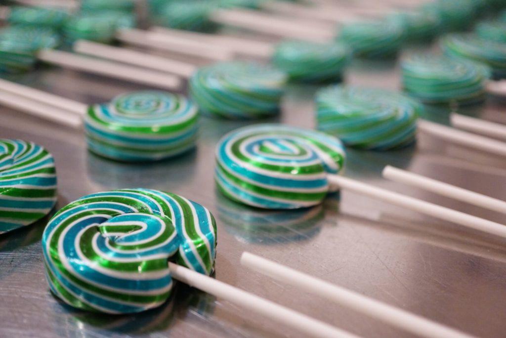 Bộ trưởng bị sa thải vì đặt mua 2 triệu USD tiền kẹo mút - 1
