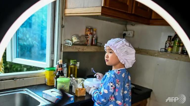 Đầu bếp nhí 8 tuổi khởi nghiệp kinh doanh, hàng nghìn khách hàng đua nhau ủng hộ - 1