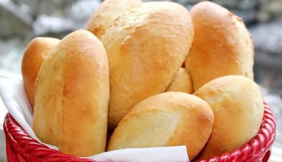 Chẳng cần thiết bị đắt tiền nào, hô biến chiếc bánh mì ỉu xìu thành giòn tan như mới ra lò nhờ cách đơn giản này - 1