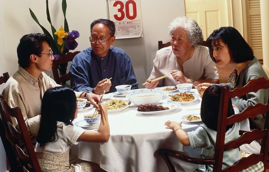 Ly hôn vì bữa ăn tốn 7 triệu đãi họ hàng - 1