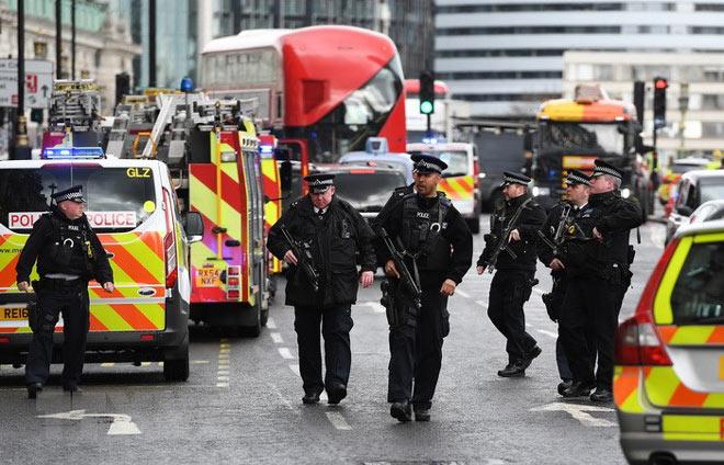 Ngoại hạng Anh bị đe dọa tấn công khủng bố, MU gợi nhớ lại ký ức hoảng loạn - 1