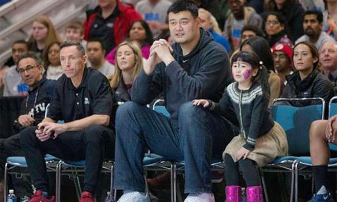 """Con gái """"người khổng lồ"""" Yao Ming: 9 tuổi cao 1m70 và bí mật đặc biệt - 1"""