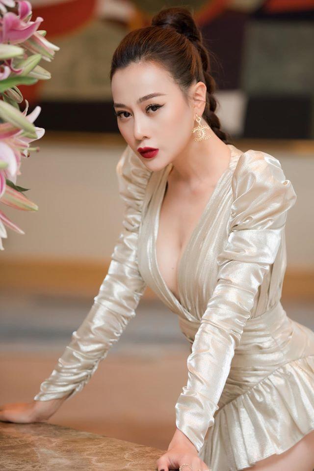 """""""Quỳnh búp bê"""" Phương Oanh bỏ tiền tỷ để mua sắm phục trang cho nhân vật - 1"""