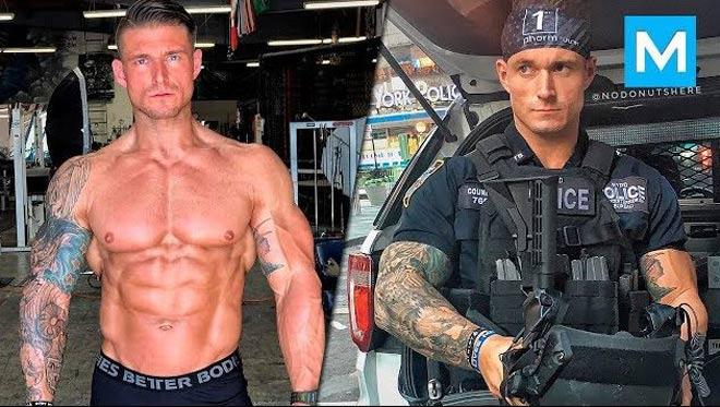 """Cảnh sát cơ bắp khổng lồ """"xăm trổ hổ báo"""": Tội phạm được khuyên tránh xa - 1"""