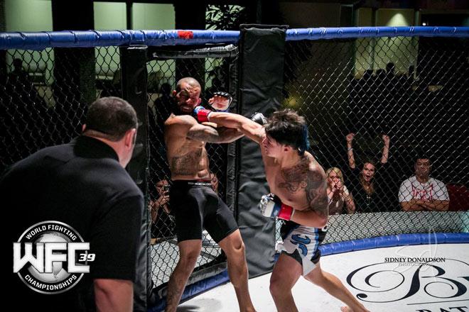 """Võ sĩ MMA gốc Việt """"uy chấn võ lâm"""", đấu 4 trận thắng knock-out cả 4 - 1"""