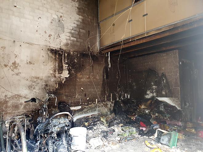 """Vụ cháy 3 người chết ở Sài Gòn: """"Chúng tôi tạt nước đến đâu lửa cháy lan đến đó"""" - 1"""