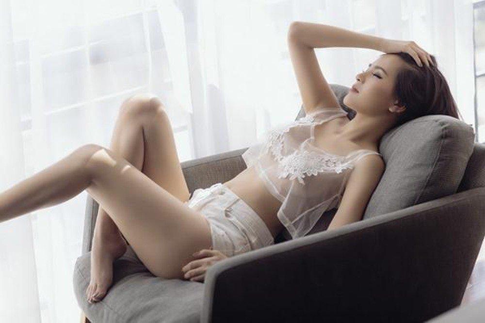 """Phi Huyền Trang mặc nội y xuyên thấu, đẹp chuẩn """"thánh nữ Mì gõ số 1 Việt Nam"""" - 1"""
