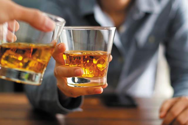 """Uống rượu mà không làm tổn thương gan, bác sĩ khuyên """"chỉ cần chú ý đến 2 điều này"""" - 1"""