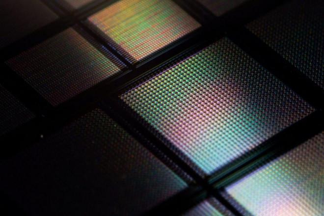 Chip điện tử bằng đầu ngón tay nhưng chứa 10.000 bộ não nhân tạo - 1