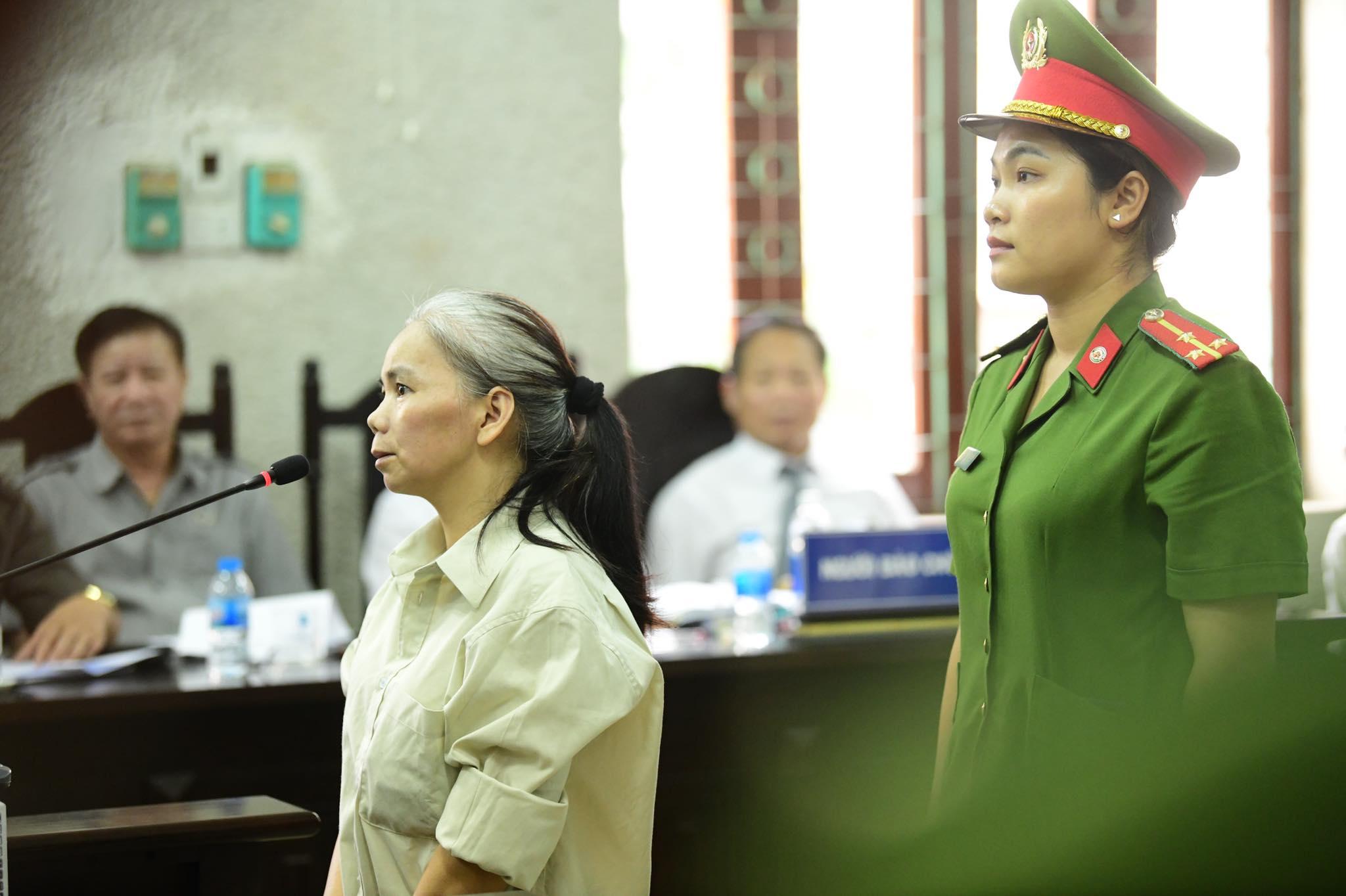 Bùi Kim Thu bất ngờ đánh lén 1 bị cáo trong phiên tòa xử vụ nữ sinh ship gà - 1